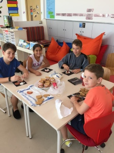 Grade 5-6: Ramin, Luzius, Timon and Yasmine prepare a treat for the participants of the German book presentation session for Grades 2-6.